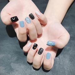 方圆形蓝色白色黑色手绘跳色美甲图片