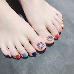 脚部红色黄色蓝色紫色贝壳片跳色美甲图片