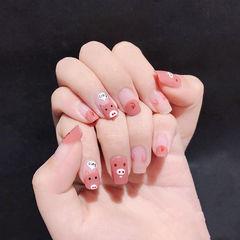 方圆形粉色手绘小猪可爱美甲图片