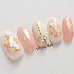 圆形粉色裸色贝壳片金箔钻美甲图片