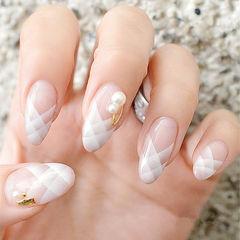 圆形白色手绘法式珍珠美甲图片
