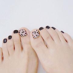 脚部黑色手绘豹纹美甲图片