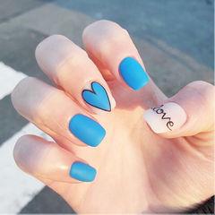 方圆形蓝色白色手绘心形磨砂美甲图片