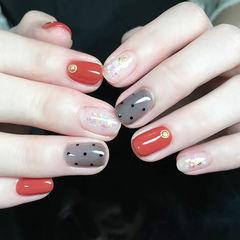 圆形红色黑色波点贝壳片金箔美甲图片