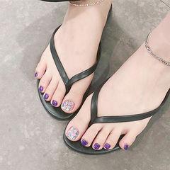 脚部紫色贝壳片美甲图片