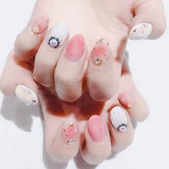 圆形粉色白色晕染贝壳金属饰品ins美图分享,想学美甲咨询微信mjbyxs6哦~美甲图片