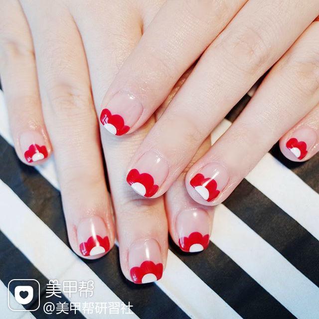 方圆形红色手绘花朵法式ins美图分享,想学美甲咨询微信mjbyxs6哦~美甲图片