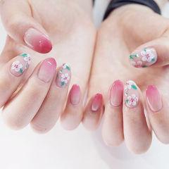 圆形粉色渐变手绘花朵ins美图分享,想学美甲咨询微信mjbyxs6哦~美甲图片