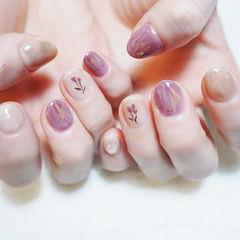 圆形紫色银色手绘花朵碎玻璃短指甲ins美图分享,想学美甲咨询微信mjbyxs6哦~美甲图片