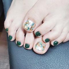 脚部绿色贝壳片显白美甲图片