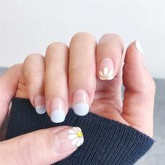 方圆形白色手绘雏菊圆法式简约美甲图片