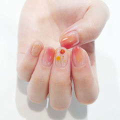 圆形粉色黄色晕染手绘花朵春天ins美图分享,想学美甲咨询微信mjbyxs6哦~美甲图片