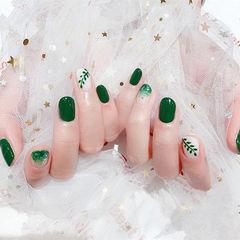 圆形绿色白色渐变手绘树叶美甲图片