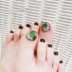 脚部黑色钻韩式美甲图片