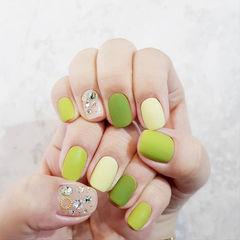 方圆形绿色裸色钻磨砂美甲图片