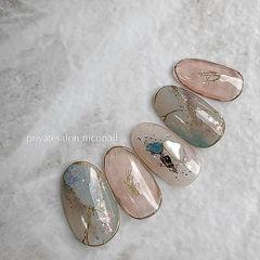 圆形裸色蓝色手绘晕染石纹贝壳片日式美甲图片