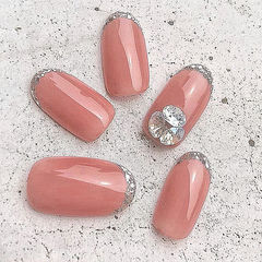 圆形粉色钻银色法式新娘美甲图片