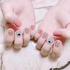 方圆形粉色灰色手绘毛呢跳色美甲图片