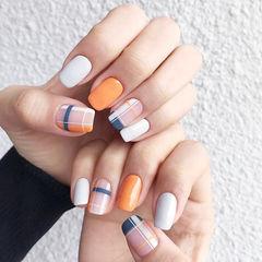 方圆形白色橙色灰色格纹跳色美甲图片