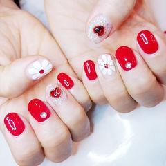 圆形红色白色钻手绘雏菊美甲图片