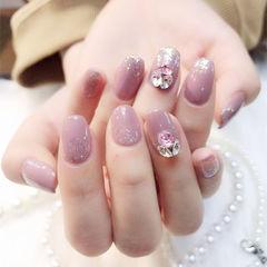 圆形粉色闪粉钻美甲图片