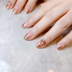圆形粉色渐变金箔钻美甲图片