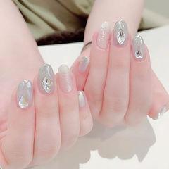 圆形银色钻镜面美甲图片