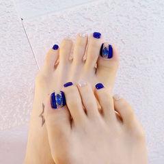 脚部蓝色银色钻跳色显白美甲图片