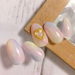 圆形粉色蓝色黄色晕染金属饰品心形美甲图片