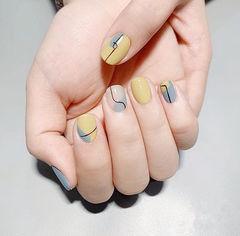 方圆形黄色裸色灰色手绘线条美甲图片
