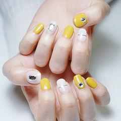 方圆形黄色白色金银线钻跳色美甲图片