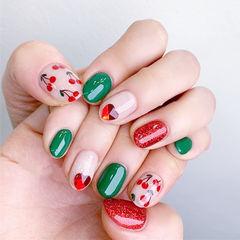圆形红色绿色手绘水果樱桃钻美甲图片