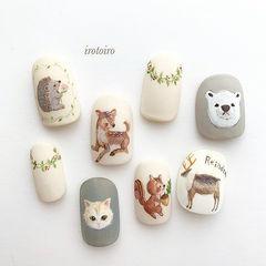 圆形棕色灰色白色手绘动物可爱磨砂美甲图片
