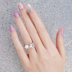 方圆形粉色钻贝壳片简约美甲图片