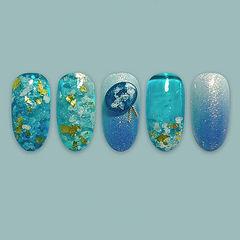 圆形蓝色渐变金箔雕花日式夏天美甲图片