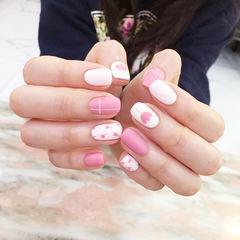 方圆形粉色白色手绘花朵磨砂ins美图分享,想学美甲咨询微信mjbyxs6哦~美甲图片