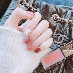 圆形粉色酒红色晕染贝壳片新娘美甲图片