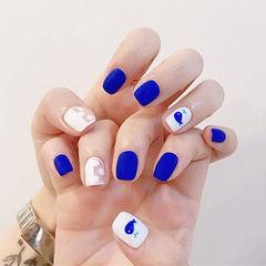 方圆形蓝色白色手绘磨砂夏天ins美图分享,想学美甲咨询微信mjbyxs6哦~美甲图片