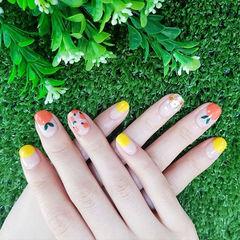圆形橙色黄色手绘水果圆法式夏天ins美图分享,想学美甲咨询微信mjbyxs6哦~美甲图片