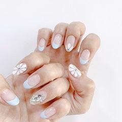 圆形蓝色白色手绘雏菊钻法式美甲图片