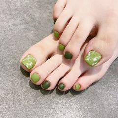 脚部绿色晕染磨砂美甲图片