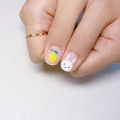 圆形黄色白色手绘兔子柠檬磨砂可爱美甲图片