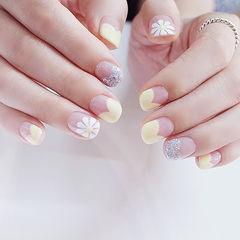 圆形黄色银色白色手绘雏菊心形法式短指甲美甲图片