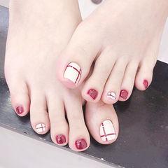 脚部红色白色线条ins美图分享,想学美甲咨询微信mjbyxs6哦~美甲图片