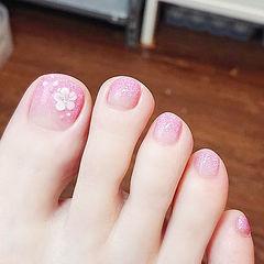 脚部粉色渐变雕花简约新娘美甲图片