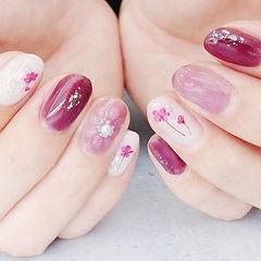 圆形粉色玫红色手绘水波纹花朵干花日式美甲图片