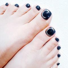 脚部黑色钻月亮显白ins美图分享,想学美甲咨询微信mjbyxs6哦~美甲图片