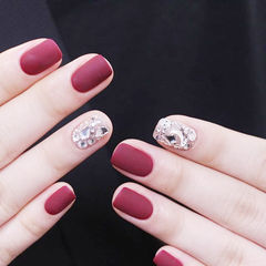 方圆形酒红色钻磨砂新娘美甲图片