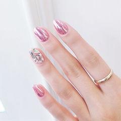 圆形粉色镜面钻美甲图片