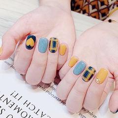 方圆形蓝色黄色手绘心形格纹皮草胶ins美图分享,想学美甲咨询微信mjbyxs6哦~美甲图片